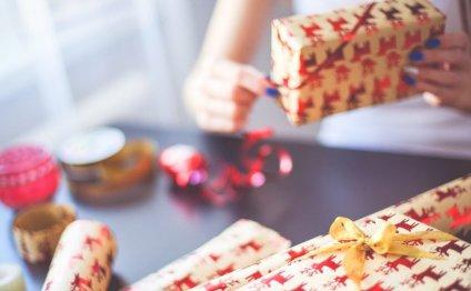 35 идей – что подарить родным